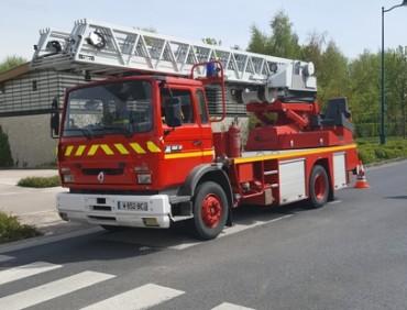 Location véhicule cinéma publicité Pompier grande échelles